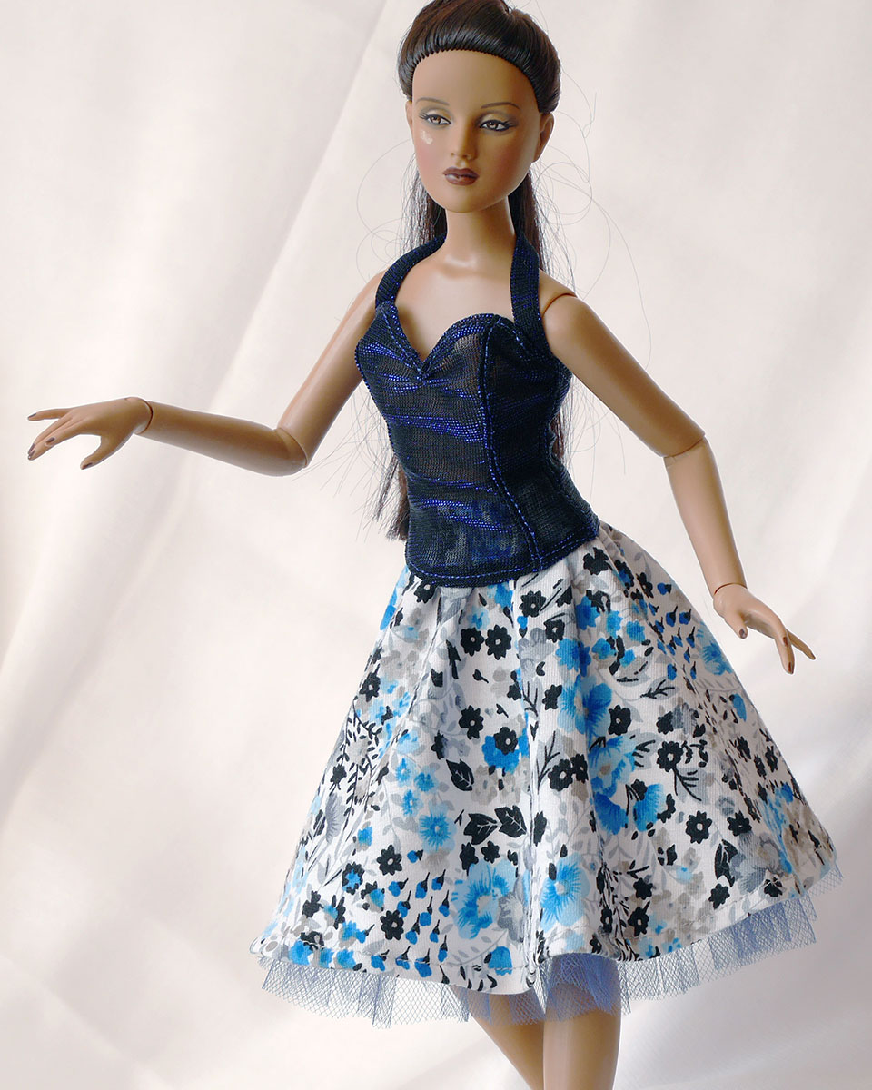 Short half-circle skirt